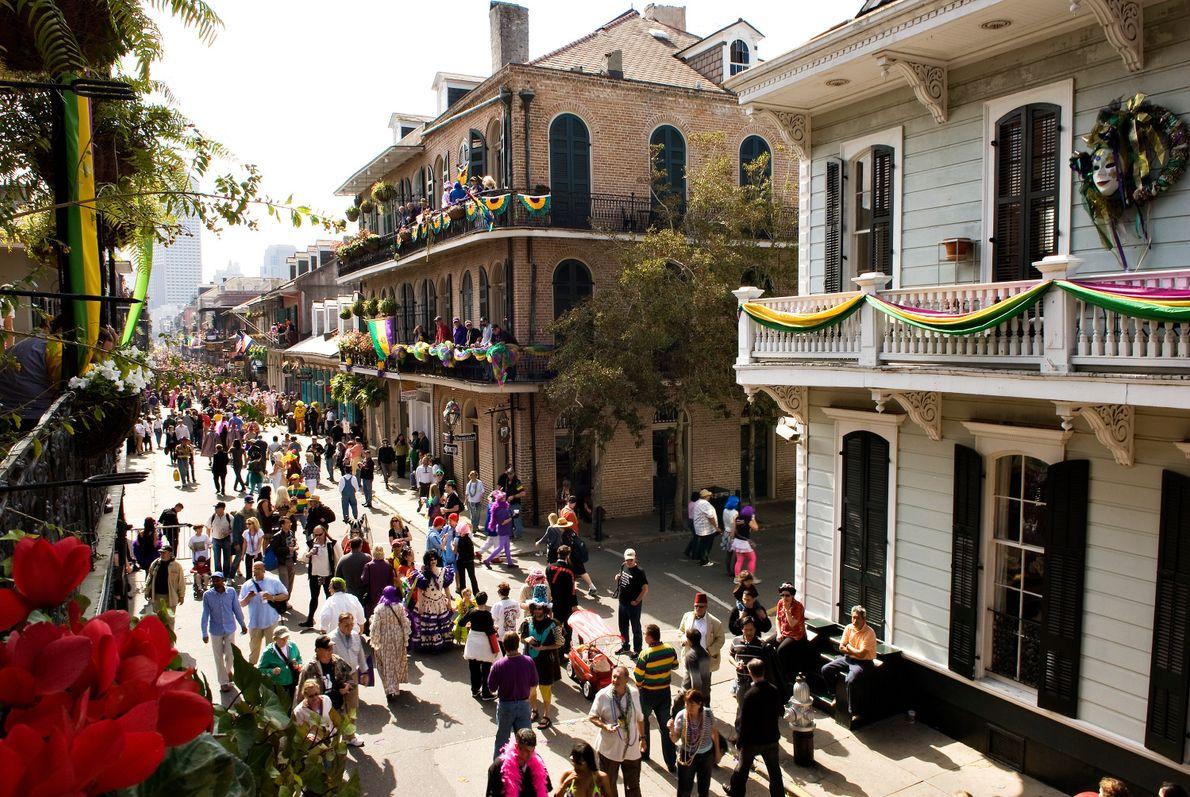 A Sociedade Secreta de Saint Anne desfila durante Mardi Gras.