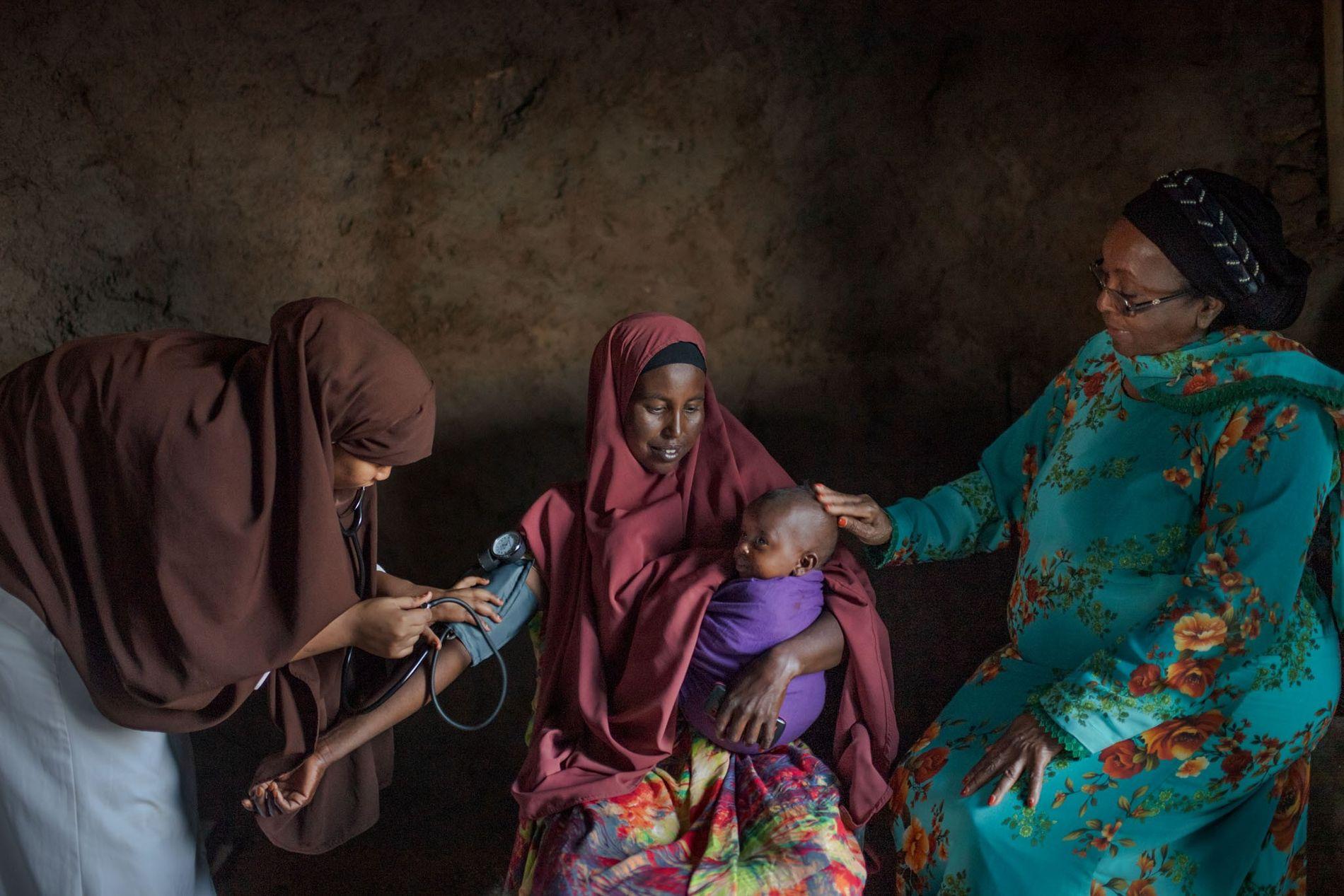Sentindo tonturas e fraqueza, seis meses depois do parto, Zamzam Yousuf, de 35 anos, procurou uma ...