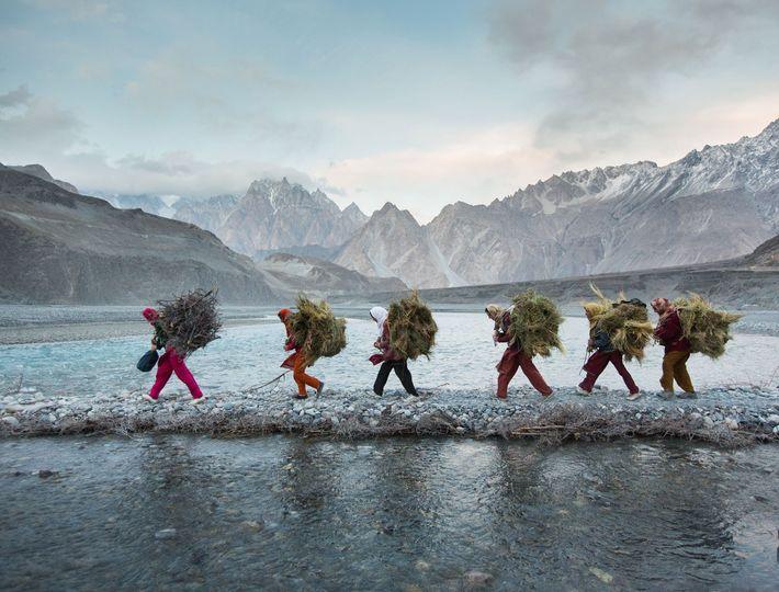 Fotografia de Matthieu Paley, numa comunidade remota