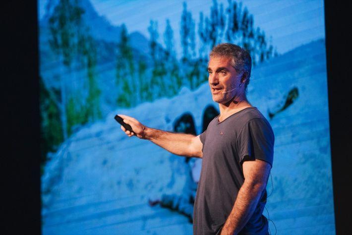 Matthieu Paley, explorador de comunidades, numa palestra na edição de 2018 do Exodus Aveiro Fest.