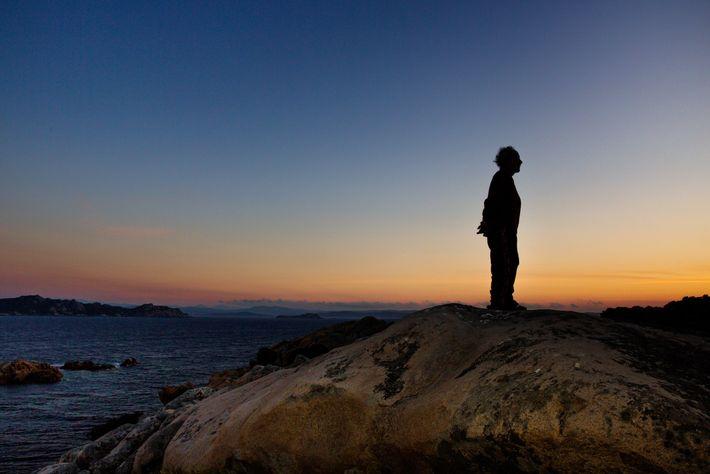 A silhueta de Morandi contra a luz do sol da tarde