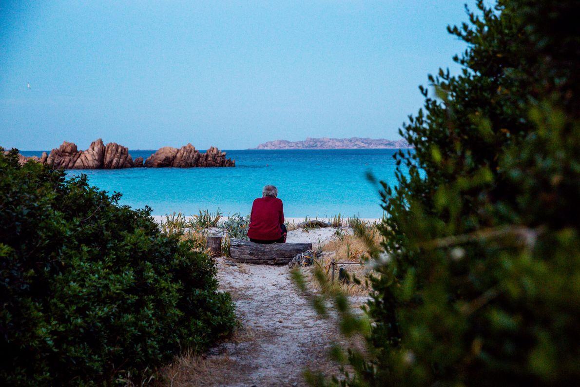 Morandi passa muitas horas a olhar para o mar