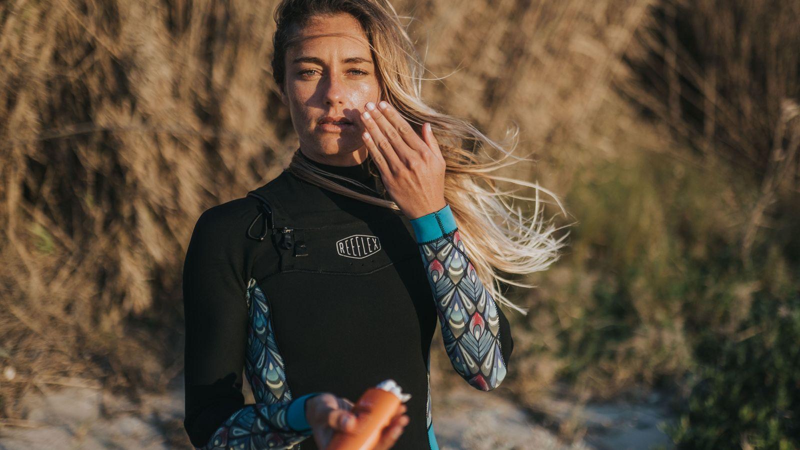 Joana Schenker, a primeira atleta portuguesa a sagrar-se campeã mundial de bodyboard em 2017, é uma ...