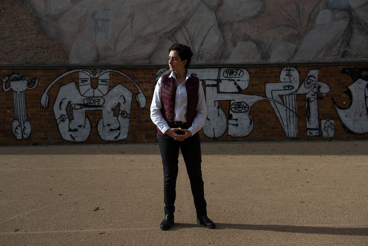 Alia Basal, refugiada síria de 16 anos, está a aprender a adaptar-se à cultura europeia na ...