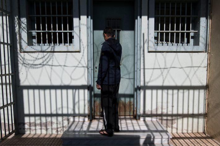 Este refugiado afegão de 17 anos está detido desde o dia em que chegou à Grécia. ...