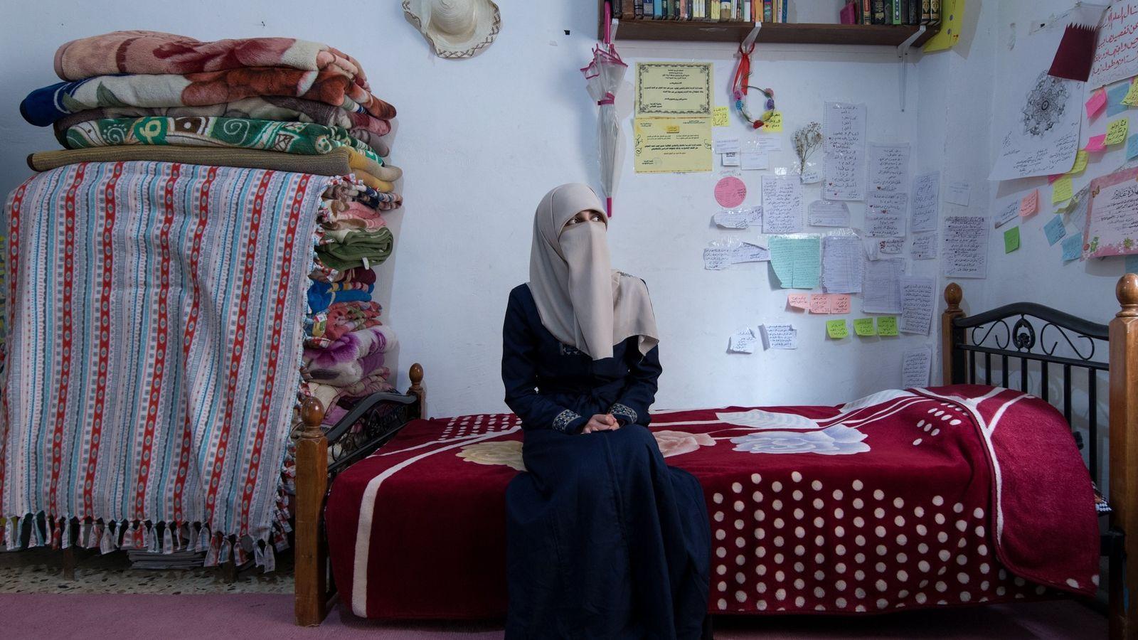 Haneen, refugiada síria em Zarqa, na Jordânia, casou-se aos 14 anos com um refugiado oitoanos mais ...