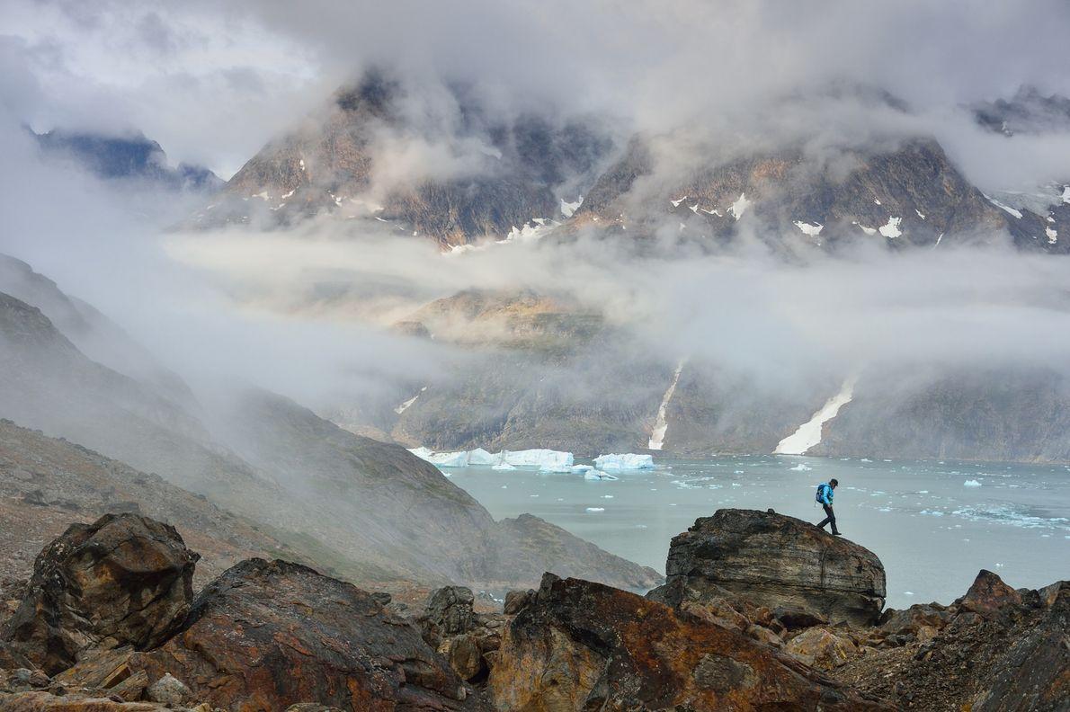 Espaços remotos, fiordes estreitos e vales profundos formam o cenário perfeito para aventuras ao ar livre, ...
