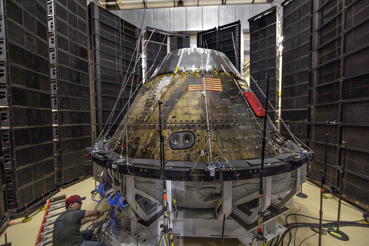 Além de trabalhar com parceiros comerciais, a NASA está a desenvolver uma cápsula de tripulação chamada ...