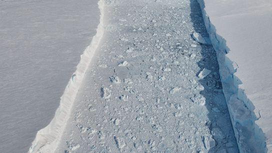 Outra vista da fissura principal entre o B-46 e a plataforma de gelo.