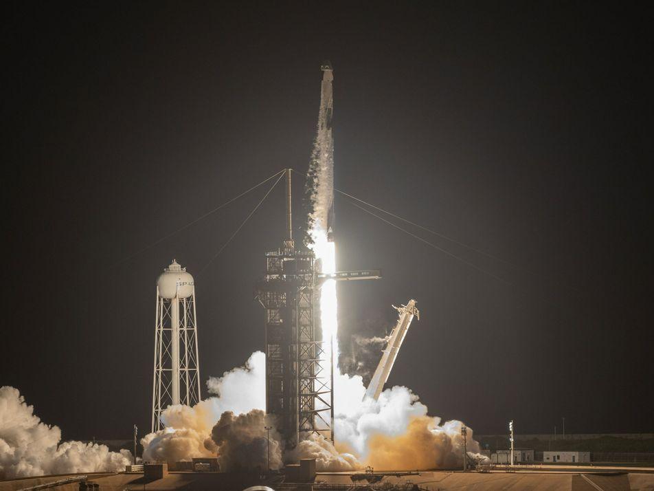 SpaceX leva 4 passageiros para órbita – um vislumbre do futuro dos voos espaciais privados