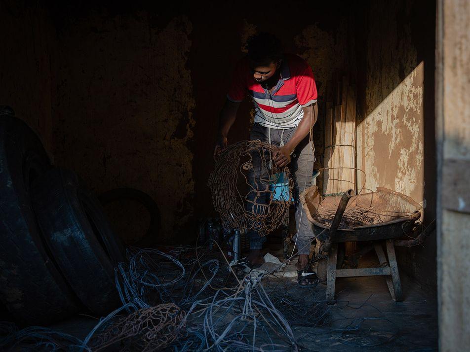 Armadilhas que Outrora Aprisionavam Vida Selvagem no Uganda São Agora Peças de Arte