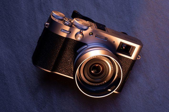 Melhor para: Fotografia de rua. O obturador de folha da Fujifilm X100V é silencioso e pode ...
