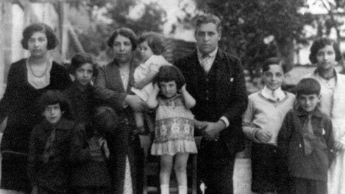 Angelina e Aristides, e nove dos filhos, 1929.