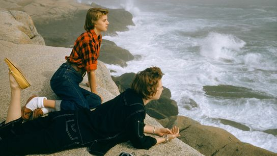 Em 1961, Volkmar Wentzel, célebre fotógrafo da National Geographic, captou duas mulheres a contemplarem as ondas ...