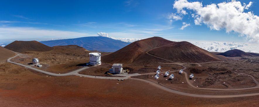 O vulcão Mauna Kea, no Havai, está repleto de observatórios, incluindo o Telescópio James Clerk Maxwell ...