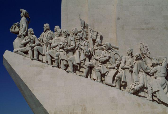O Padrão dos Descobrimentos evoca a expansão ultramarina portuguesa e simboliza a grandeza da obra do ...