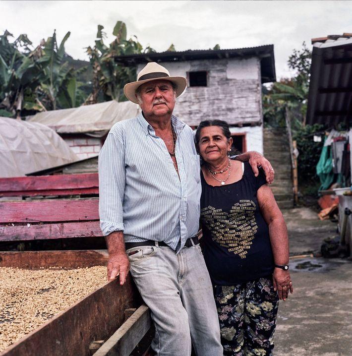 Don Fabio e a esposa, Maria Lindelia Jaramillo Atehortua, dedicaram as suas vidas à produção de ...