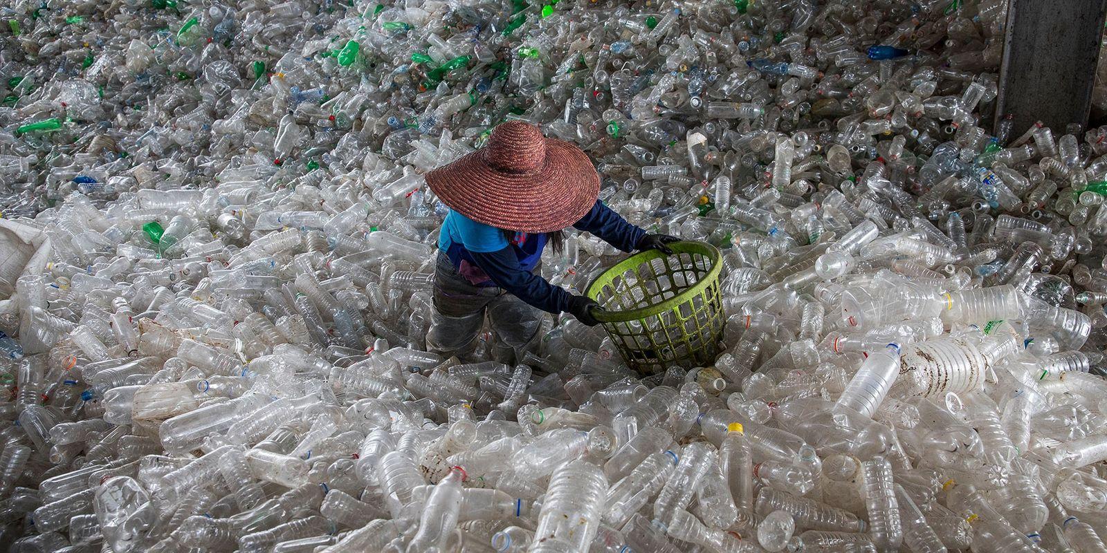 Consegue Resolver o Problema do Plástico? Prémio incita novas ideias.
