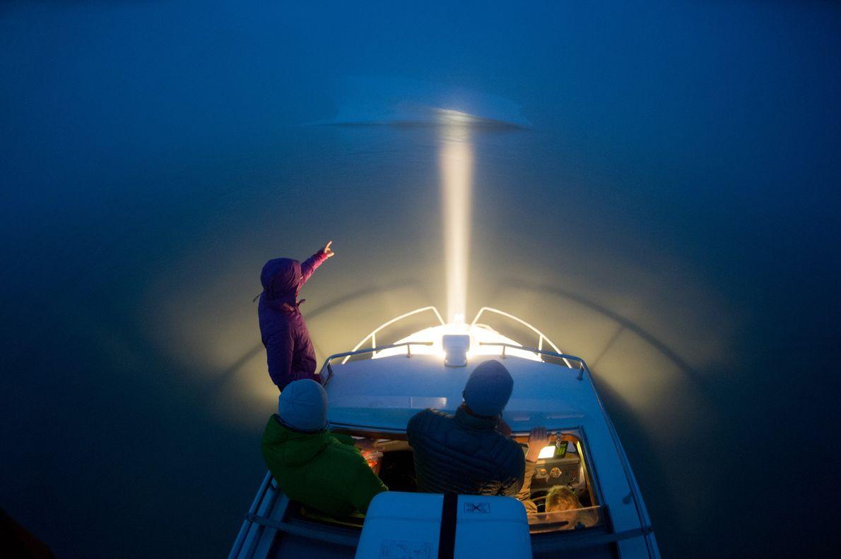 """Os viajantes marítimos devem manter-se vigilantes com os perigos flutuantes, incluindo pequenos icebergues, conhecidos por """"pedaços ..."""