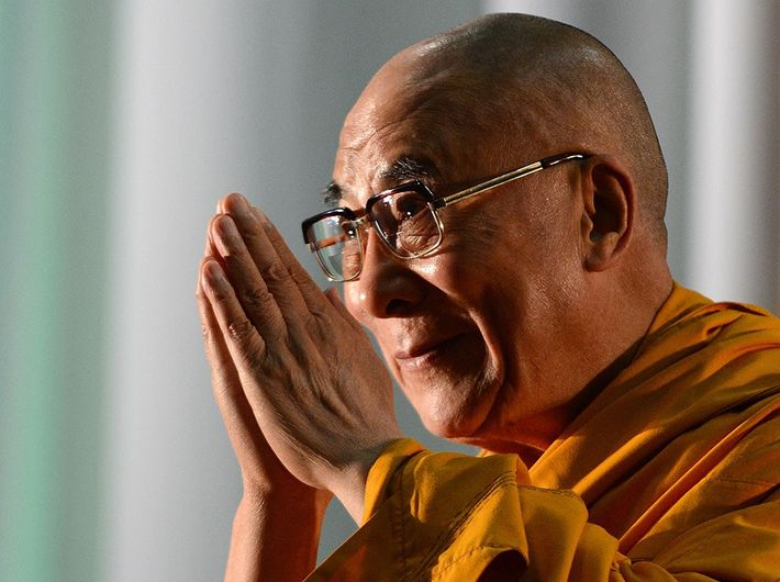 A saudação Namaste tem sido um elemento central na figura pública de Dalai Lama.