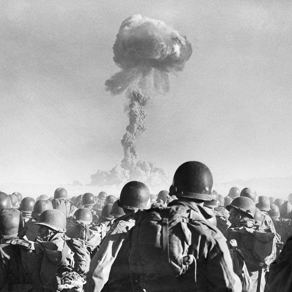 Como o Advento das Armas Nucleares Mudou o Rumo da História