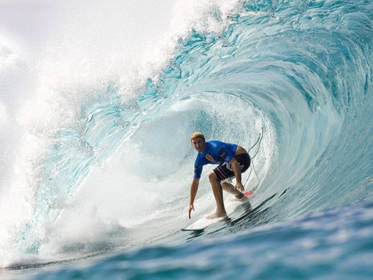 Observe os Surfistas a Enfrentar Ondas Monstruosas, Oahu