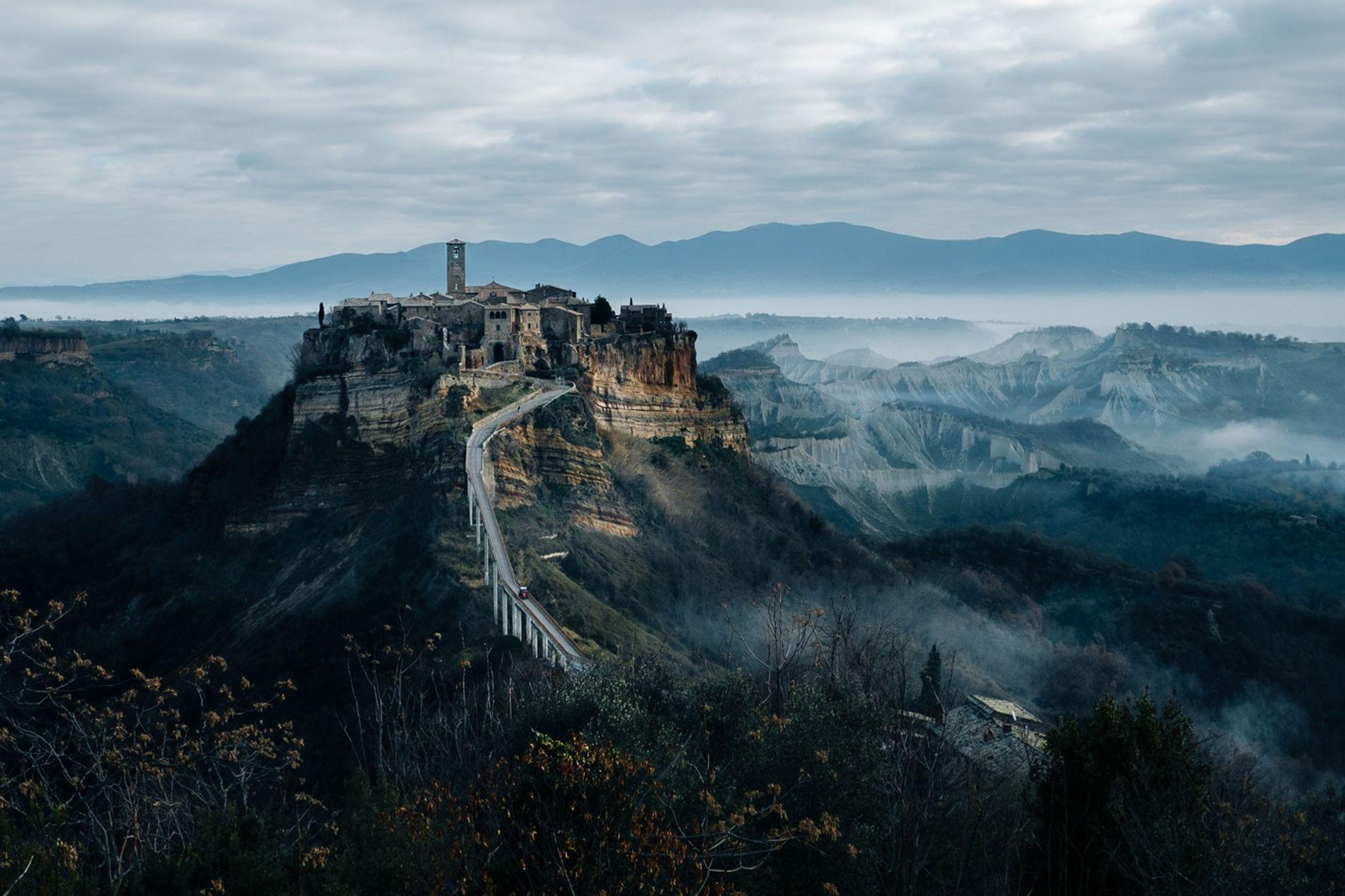 A cidade italiana de Civita di Bagnoregio está a desaparecer. Todos os anos, 7 centímetros de ...