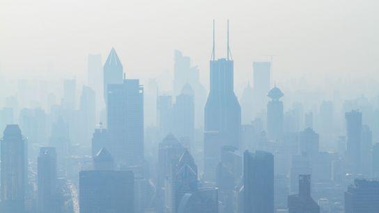 Uma visão poluída de Xangai, na China – a terceira cidade mais populosa do mundo e ...
