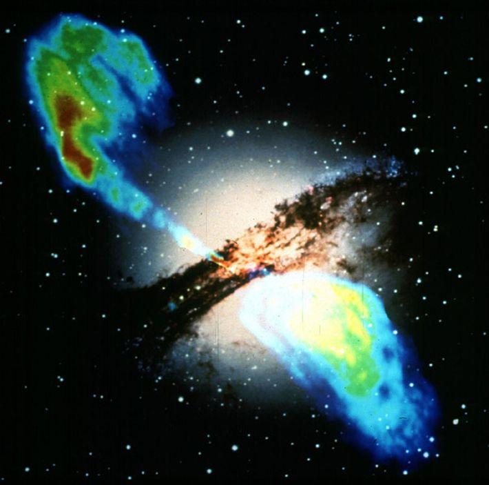 Fotografia da galáxica elíptica Centaurus A, ou NGC 5128