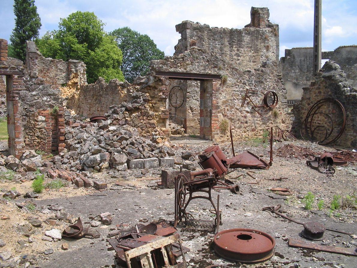 Restos de uma aldeia arrasada pela barbárie.