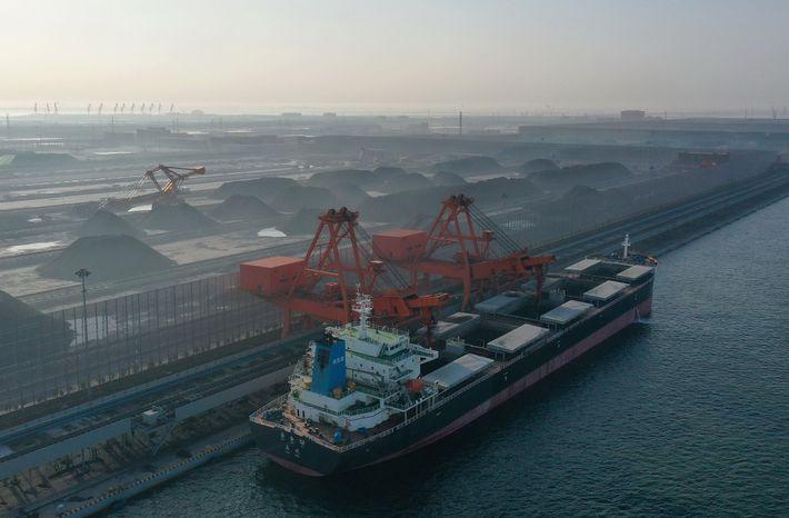 Um novo empreendimento de carvão a iniciar a sua atividade no norte da China. Os especialistas ...