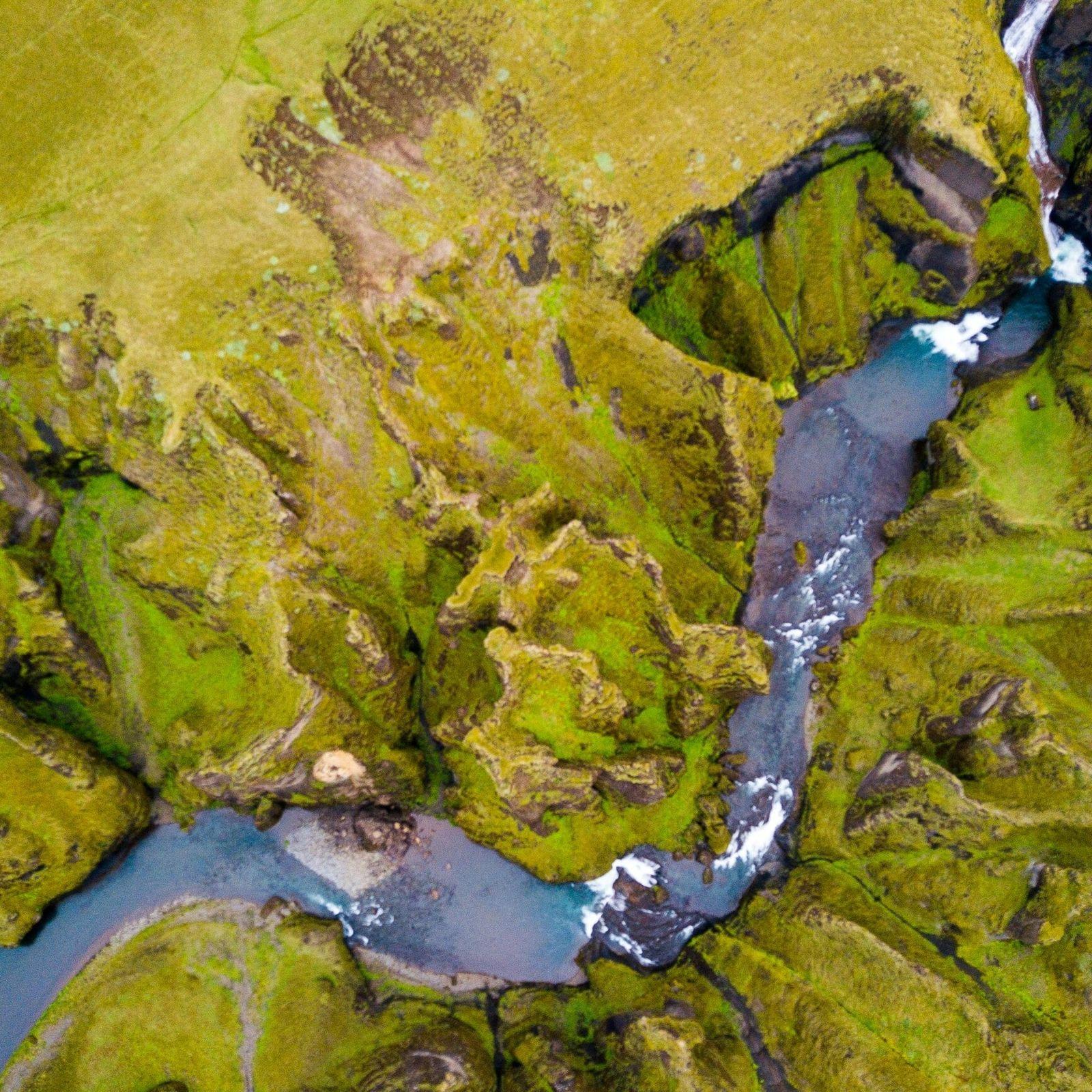 Desfiladeiro Fjaðrárgljúfur, no sudeste da Islândia