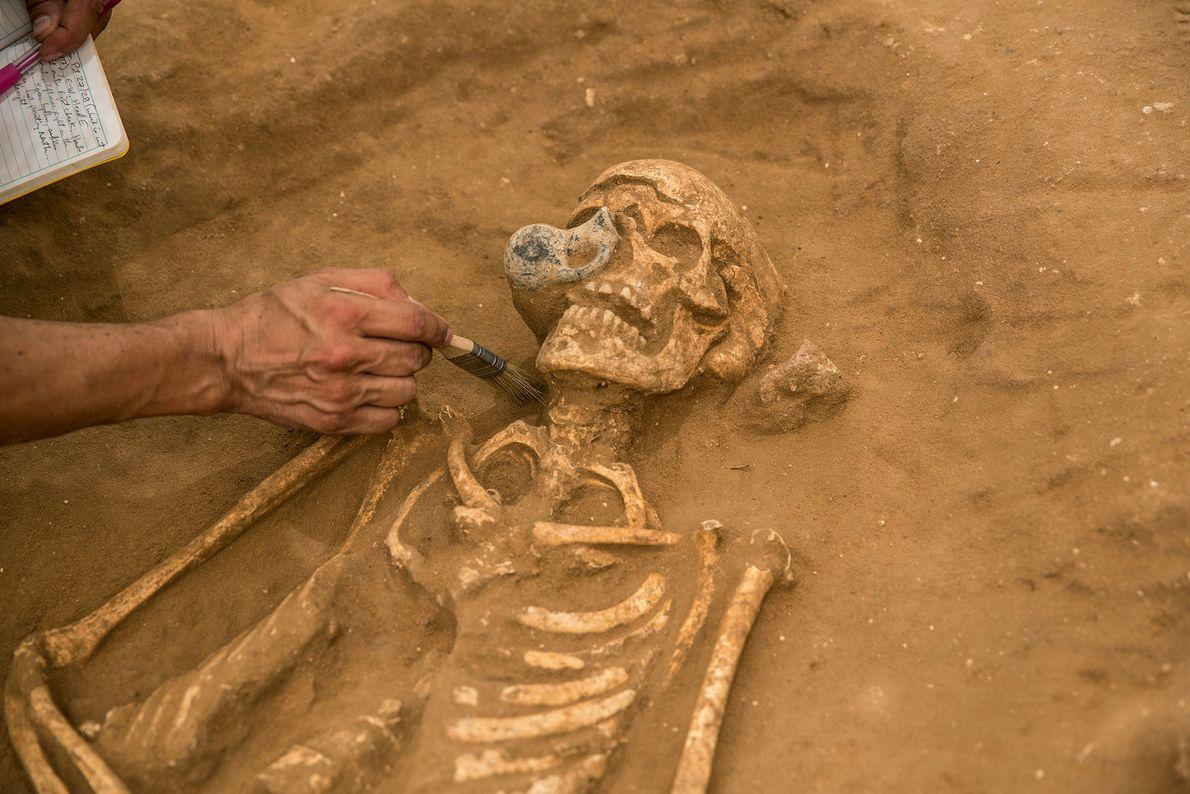 Ao contrário dos seus vizinhos na região, os filisteus eram enterrados com poucos bens – talvez ...
