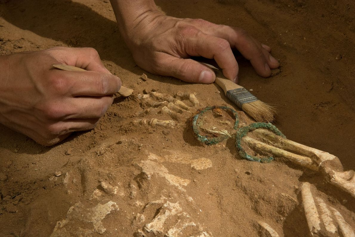 O novo estudo de ADN foi motivado pela descoberta, feita em 2016, de um antigo cemitério ...