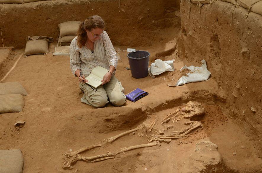 O ADN dos séculos X a IX a.C., recuperado de túmulos no cemitério de Ascalão, foi ...