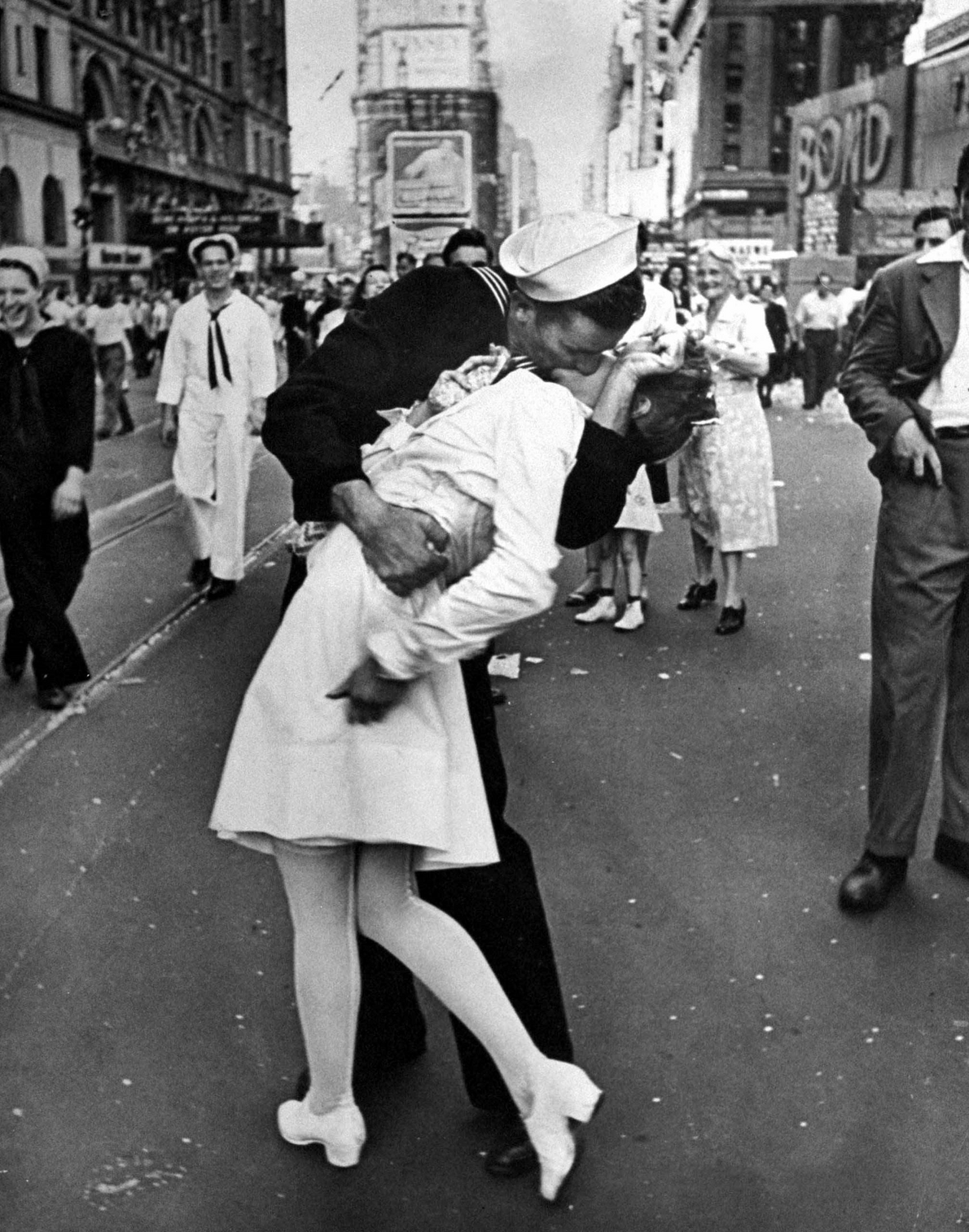 "V-J Day in Times Square"" - Alfred Eisenstaedt, 1945"