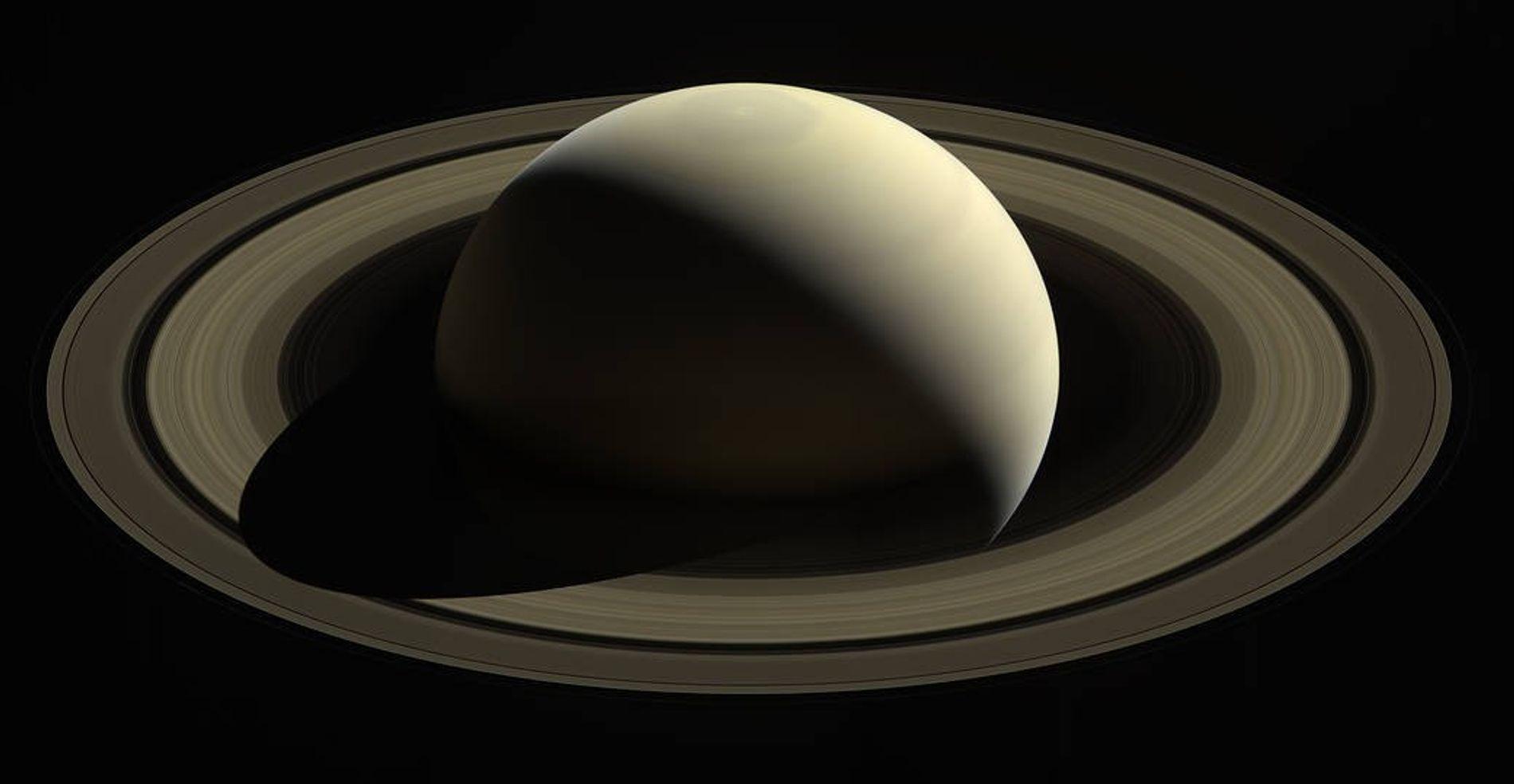 Imagens da sonda Cassini da NASA, captadas em outubro de 2016.