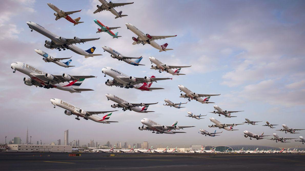 As partidas às primeiras horas da manhã na pista 12R do Aeroporto do Dubai.