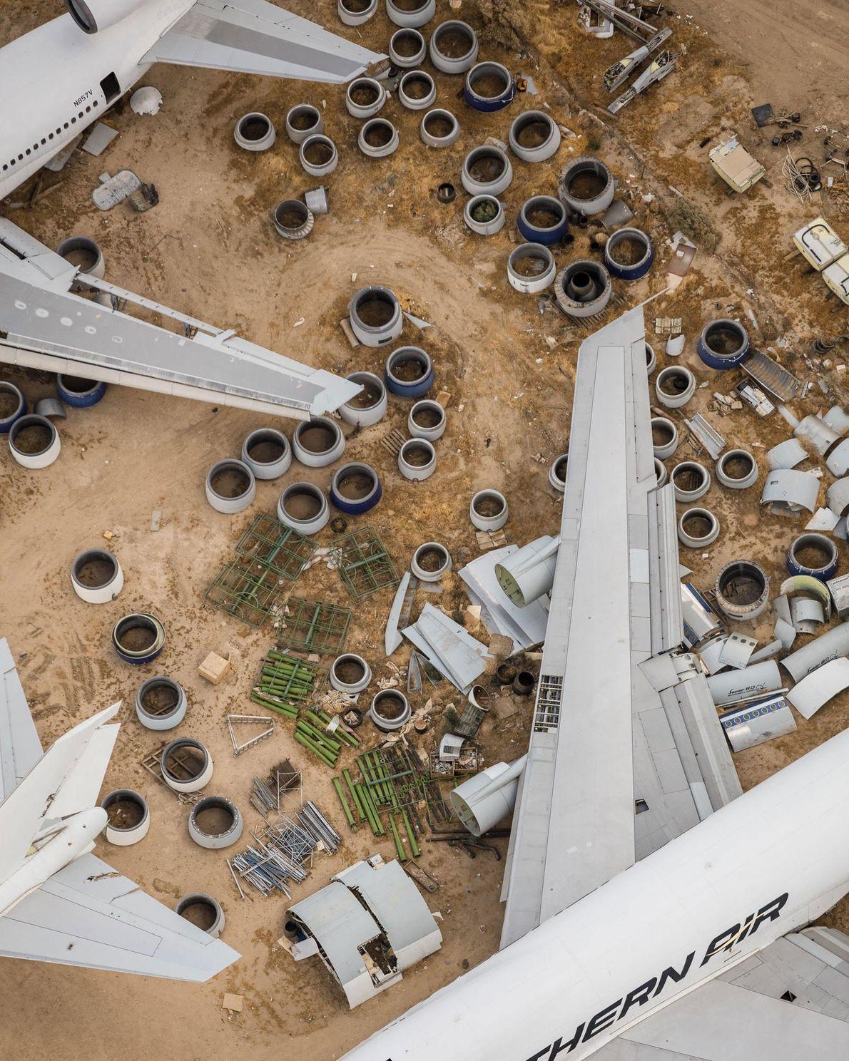 Armazém de peças e aeronaves fora de circulação em Mojave, na Califórnia.