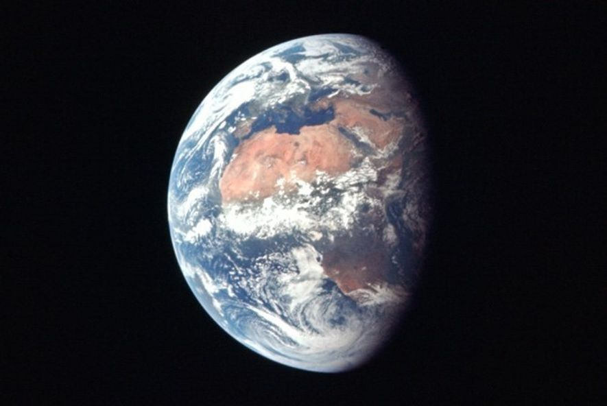 A Terra fotografada da Apollo 11, durante a fase translunar da viagem.
