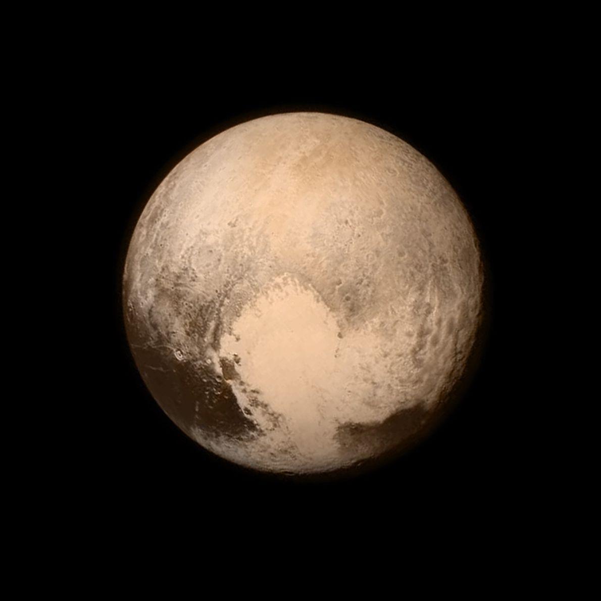 Plutão quase que preenche esta imagem a preto e branco captada pela Long Range Reconnaissance Imager ...