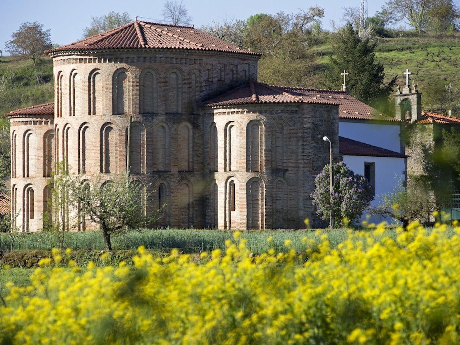 Mosteiro de Castro de Avelãs.