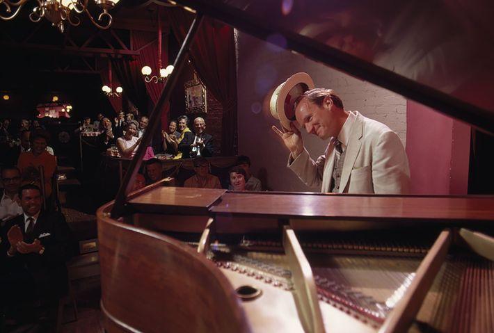 HOMEM DO PIANO