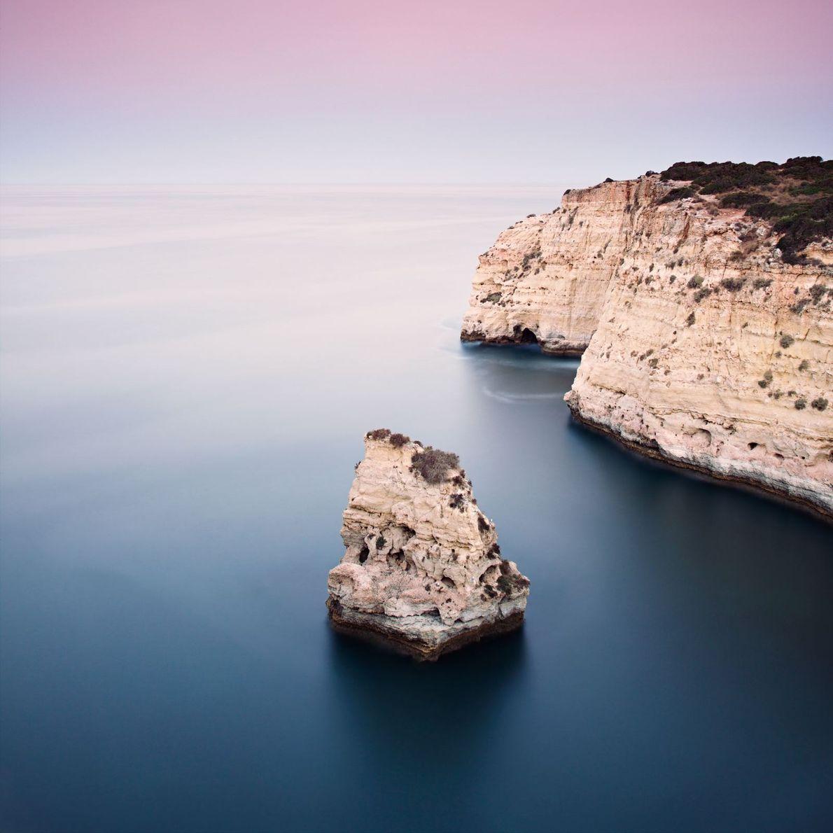 Fotografia da costa algarvia portuguesa