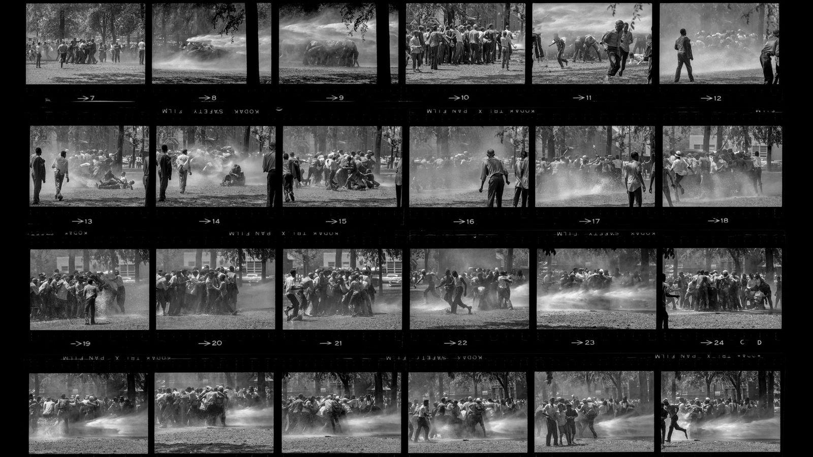 Em 1963, durante os protestos em Birmingham, no Alabama, os manifestantes perceberam que se podiam agarrar ...