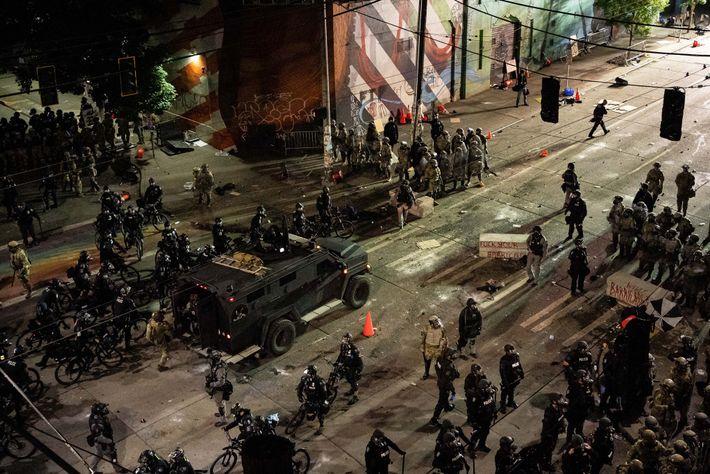 Em Seattle, pouco depois da meia-noite de 8 de junho de 2020, a polícia e a ...