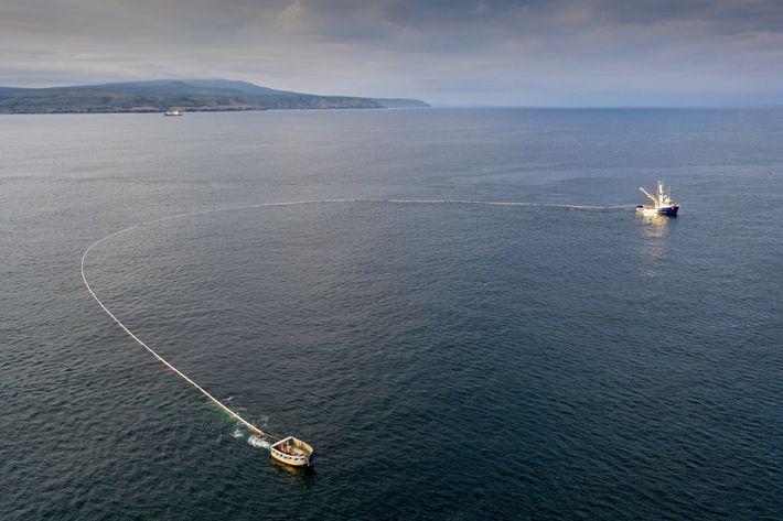 Uma rede de cerco usada para pescar na ilha Iturup, no Extremo Oriente da Rússia. Esta ...