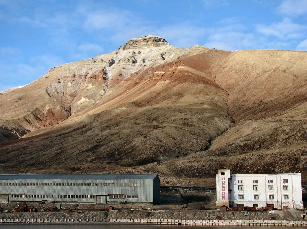 Montanha que deu nome à ilha.