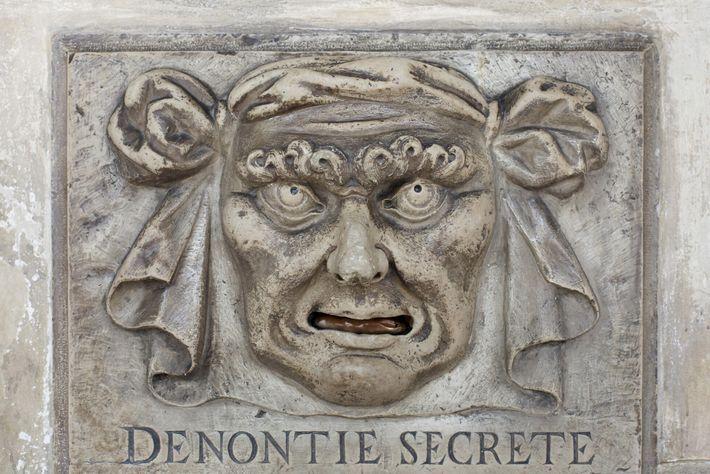 As históricas caixas de reclamações de Veneza, como esta no Palácio Ducal, davam aos cidadãos uma ...