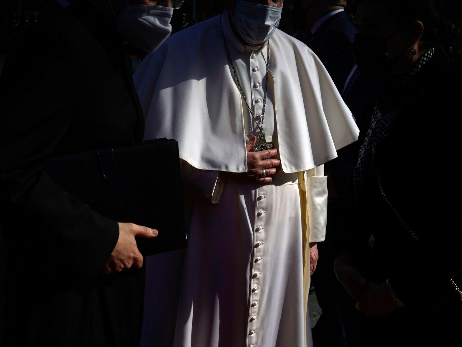 O Papa Francisco é recebido no palácio presidencial em Bagdad, pouco depois de chegar ao Iraque, ...